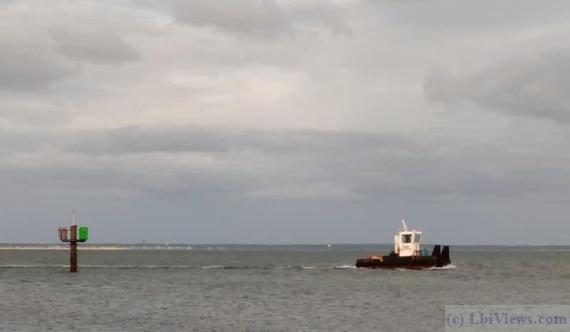 Small tug heading north on the ICW Sept 2019. North Beach Haven